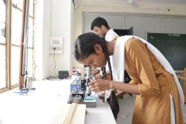 mvm-shahdol-physics-lab-image1-13072019.jpg